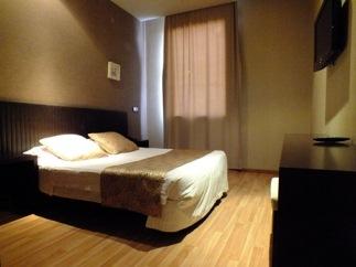 Es hotel habitacion de matrimonio en getafe madrid for Precio habitacion matrimonio